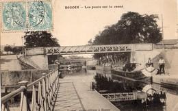 Digoin  71   Les Ponts Sur Le Canal- 2 Bateaux ( Berrichon ) Accostés Et Quai Animé A L'Entrée Du Pont Aqueduc - Digoin