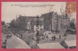 14 - BAYEUX----La Gendarmerie--Un Coin Du Marché Aux Bestiaux---animé - Bayeux