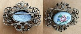 Bro-356 Broche Anciennre Centre Porcelaine à Décor De Fleurs  Pourtour Filigrané Probable En Ag - Jewels & Clocks