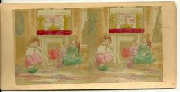 PHOTO STEREOTYPE COLORISEE SUR SUPPORT CARTON / BOURGEOISIE - AU COIN DU FEU - Anciennes (Av. 1900)