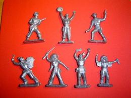 LOT 7 FIGURINES PLASTIQUE / COLLECTION DANONE - Figurines