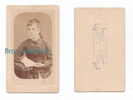 Photo Cdv D'une Jeune Fille à L'éventail, Fillette, Photographe L. Canton, Buenos Aires, Album Seguin - Anciennes (Av. 1900)