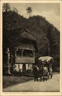 Cp Postkutsche Im Schwarzwald Vor Einem Schwarzwaldhaus, Wegkreuz - Cartes Postales