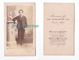 Photo Cdv D'un Jeune Homme, Photographe Monzon Buenos Aires, Album Seguin, Circa 1875 - Anciennes (Av. 1900)
