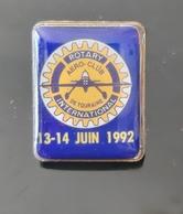PIN'S ROTARY INTERNATIONAL JUIN 1992 AERO CLUB DE TOURAINE VINTAGE BADGE AVIATION FLY PLANE AVIATEUR AVIATOR AVION - Associations