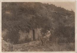 1914 -1918 DEUX PHOTOS D'OPERATION FUNERAIRE PAR DES PRISONNIERS ALLEMANDS - Guerre, Militaire