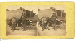 PHOTO STEREOTYPE SUR SUPPORT CARTON / TRAIN WAGON - UNE ARRESTATION - Anciennes (Av. 1900)