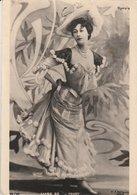 LIANE DE POUGY (Danseuse Et Courtisane De La Belle Époque). Pour Les Galeries Lafayette: Exposition Papier Parade - Artistes