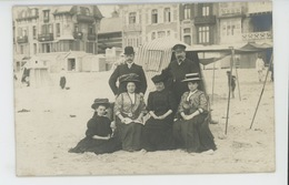 WIMEREUX - BAINS DE MER - Belle Carte Photo Famille Sur La Plage En Villégiature à Wimereux Au Début Du XXème - Autres Communes