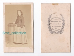 Photo Cdv D'une Jeune Fille, Femme, Photographe Fermepin Hermanos, Buenos Aires, Album Seguin, Circa 1875 - Anciennes (Av. 1900)