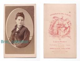Photo Cdv D'une Jeune Fille, Femme, Fotograpfia Del Fuego Luiz Pozzi, Buenos Aires, Album Seguin, Circa 1875 - Anciennes (Av. 1900)