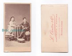 Photo Cdv De 2 Enfants, Fillette Et Petit Garçon, Photographe L. Canton Y Cia, Buenos Aires, Album Seguin, Circa 1875 - Anciennes (Av. 1900)