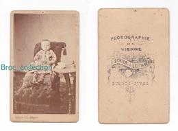 Photo Cdv D'un Enfant, Petit Garçon, Photographie De Vienne Schier Et Leithner, Buenos Aires, Album Seguin, Circa 1875 - Anciennes (Av. 1900)