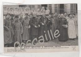 WW1 - CP ANIMEE GENS BRAVES & BRAVES GENS - MONSEIGNEUR AMETTE VIENT RECONFORTER DES BLESSES...- I. M. L. N° 2350 - Guerra 1914-18