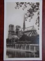 75 - PARIS - Notre Dame - Les Tours, Le Portail Sud Et L'Abside. (la Toiture Et La Flèche De La Cathédrale) CPSM - Notre Dame De Paris