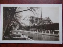 75 - PARIS - Cathédrale Notre Dame - Vue Prise Du Pont De L'Archevêché. (Péniche) CPSM - Notre Dame De Paris