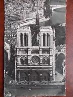 75 - PARIS - Cathédrale Notre Dame - Vue Aérienne - Façade Ouest. (La Toiture Et La Flèche) CPSM - Notre Dame De Paris