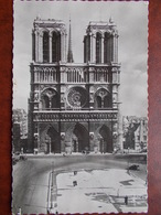 75 - PARIS - Cathédrale Notre Dame - Façade. (CPSM) - Notre Dame De Paris