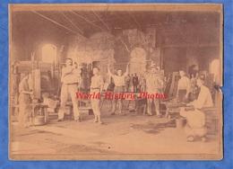 Photo Ancienne Vers 1900 - à Situer - Superbe Verrerie / Cristallerie - Ouvrier & Apprenti - Art Nouveau ? Baccarat ? - Anciennes (Av. 1900)
