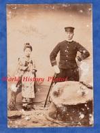 Photo Ancienne Avant Ou Début 1900 - JAPON - Portrait Petite Fille & Militaire Japonais - Mode Garçon Enfant Asia Japan - Anciennes (Av. 1900)