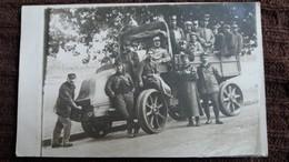 CPA PHOTO DE VOITURE AUTOMOBILE  TACOT ANIMATION VEHICULE DE GUERRE 14 SOLDATS MILITAIRES  TRES BEAU PLAN - Guerre 1914-18