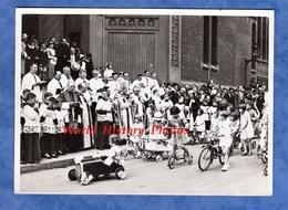 Photo Ancienne - PARIS Saint Christophe De Javel - Bénédiction Par Mgr Crespin Voiture à Pédales Vélo Trotinette Enfant - Places
