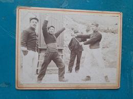 MILITARIA - Photographie Ancienne Tirage Albuminé D'époque 12,3 X 9,4 Cm - 4 Soldats - Exercice D'Arts Martiaux... - Guerra, Militari