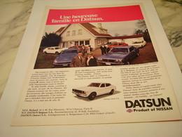 ANCIENNE   PUBLICITE UNE HEUREUSE FAMILLE VOITURE DATSUN 1977 - Voitures