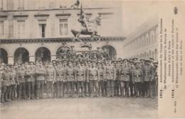 GUERRE 1914 - PARIS - AMBULANCIERS DU CORPS DE LA DUCHESSE DE WESTMINSTER DEVANT LA STATUE DE  JEANNE D'ARC   - 2 SCANS - War 1914-18