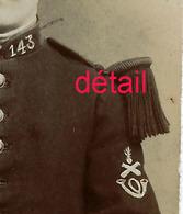 CDV V 1890-militaire 143e R- Voir Insigne Manche Et Galons-photo Gassy à Castelnaudary-très Bel état - Guerre, Militaire