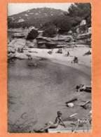 CPSM 14 X 9 * * L'ILE DU LEVANT * *  Plage Des Grottes - Nudistes ( Pli En Bas à Droite ) - France
