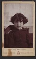 GENT * GAND * FOTO EDMOND SACRE * CDV * MEISJE * RUE DES 12 CHAMRES * 1877-1899 * INALLERABLE AU CHARBON * 2 SCANS - Gent