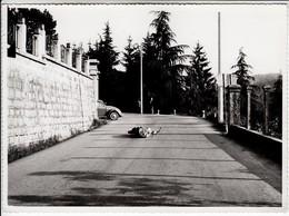 AUTO CAR VOITURE VOLKSWAGEN MAGGIOLINO BEETLE VALLE MOSSO BIELLA - FOTO ORIGINALE 1960 CIRCA - Automobiles