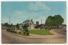 27 - Le Neubourg -    Square De La Gare Et Le Monument - France