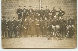 Carte-Photo - Régiment - Militaires Avec Leurs Armes - Fontainebleau - Dragons - Regiments
