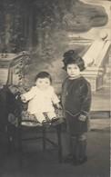 CARTE POSTALE PHOTO JOUBERT ORIGINALE ANCIENNE  : LA POSE PHOTO POUR CES JEUNES FILLES DE LEROUVILLE MEUSE (55) - Photographie