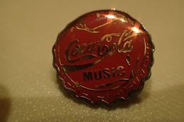 Pin's.  COCA COLA MUSIC CAPSULE / Signé Esso - Beverages