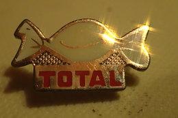Pin's - TOTAL - BONBON - Fuels