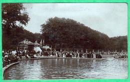 VERSAILLES - PARC DE VERSAILLES - UNE FETE AU CANAL - CARTE PHOTO - 2 SCANS - Versailles
