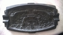 """AC -Joli Cendrier En Fonte """"Exposition Nniverselle Paris 1937"""" Signé LL  ( Nature, Détails  Sujet, état ... Voir Scans) - Metall"""