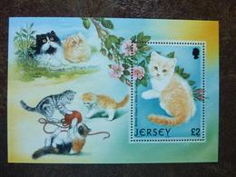JERSEY  Cat  British Cream + White Bi Colour  ** MNH - Jersey
