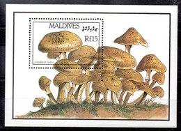Hoja Bloque De Maldivas N ºYvert 128 ** SETAS (MUSHROOMS) - Maldivas (1965-...)