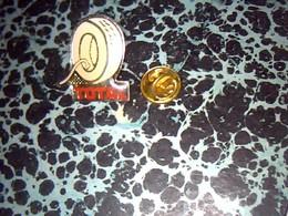Pin' S Publicitaire  En Metal    Avec Fermoir Ancien Logo Total  Verification Pression Pneu - Fuels