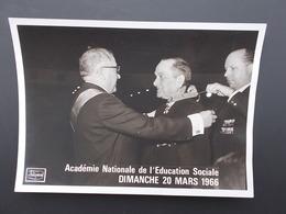 PHOTO ORIGINALE.ANCIENS COMBATTANTS.ACADEMIE NATIONALE EDUCATION SOCIALE.MARSELLE.1966 - 1939-45