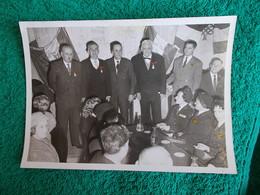 PHOTO ORIGINALE.ANCIENS COMBATTANTS.UNION DES MEDAILLES.TACHEE AU DOS.CONGRES DE MARSEILLE 1960 - 1939-45