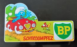 AUTOCOLLANT VINTAGE LES SCHTROUMPFS PEYO 1984  SCHTROUMPFEZ BP HUILE MOTEUR VOITURE CAR BANDE DESSINEE BD COMICS COMICS - Autocollants