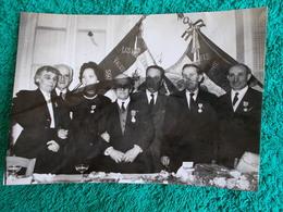 PHOTO ORIGINALE.1961.ANCIENS COMBATTANTS.UNION DES MEDAILLES.CONGRES AUBAGNE.TRACE DE COLLE AU DOS - 1939-45