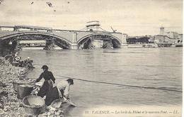 26 VALENCE  LE NOUVEAU PONT LES LAVANDIERES BORD DE L'EAU TRES BELLE CARTE - Valence