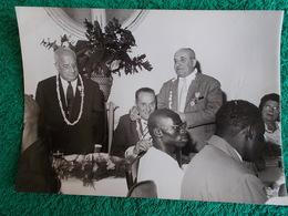 PHOTO ORIGINALE.VINTAGE..ANCIENS COMBATTANTS.UNION DES MEDAILLESNON SITUE.20ème ANNIVERSAIRE DU DEBARQUEMENT EN PROVENCE - 1939-45