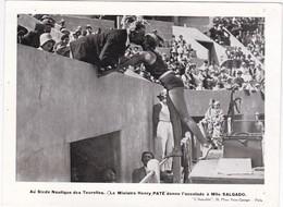 AuStade Nautique Des Tourelles - Le Ministre Henry Paté Donne L'accolade à Mlle SALGADO - 19 X 14 Cm - Swimming